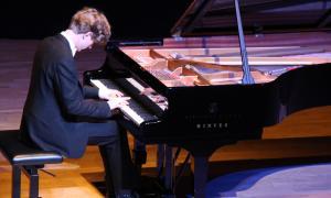 Un moment del concert del pianista Jan Lisiecki celebrat aquest dissabte a l'Auditori Nacional d'Andorra.
