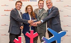 Els promotors de l'aerolínia, Bigas, Oliveira i Soriano amb el cap d'operacions, Carles Collado.