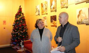 L'artista Tejera Lucas i el director de Bingo Star's, Marc Martos, presenten la mostra.
