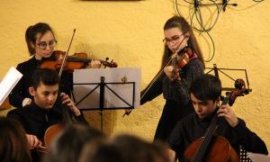Actuació dels alumnes de l'Institut de Música d'Andorra la Vella en el marc del sicle 'Música a la tassa'.