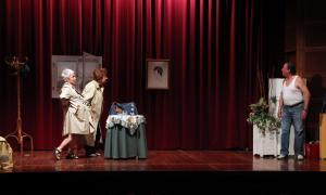Una representació de teatre del grup de L'espai.