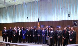 Tots els consellers generals i els síndics un cop ha acabat la darrera sessió de Consell General de la legislatura