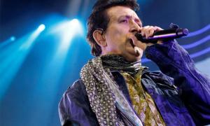 Manolo García s'estrena en format acústic després de 40 anys als escenaris, primer amb Los Rápidos, després amb Los Burros i El Último de la Fila, i des del 1998 en solitari.