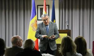 L'ambaixador espanyol a Andorra, Àngel Ros, durant la lectura pública d''El Quixot' a l'ambaixada.