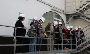 Un moment de la visita a les entranyes de la central hidroelèctrica de FEDA.