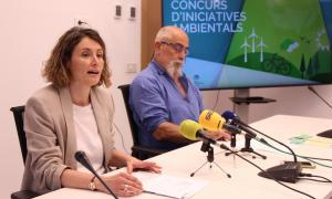 La directora de Medi Ambient i Sostenibilitat, Sílvia Ferrer, i el conseller de Medi Ambient, Didier Aleix, durant la roda de premsa de presentació del Concurs d'iniciatives ambientals.