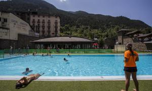 La piscina exterior La Mola d'Encamp.