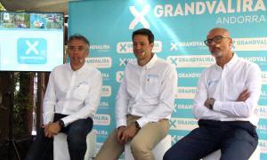El director general de Grandvalira-Ensisa, David Hidalgo; el director general de Grandvalira-Nevasa, Alfonso Torreño, i el director de desenvolupament de negoci de Grandvalira-Saetde, Xavier Salinas, presenten la temporada d'estiu del domini.