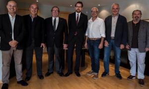 La formalització de l'acord entre Jocs i Novomatic.