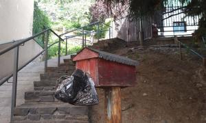 Un expenedor de bosses per a la recollida d'excrements.