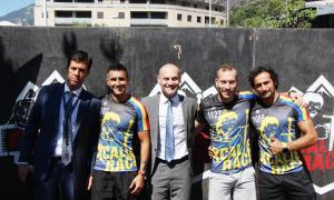 El conseller d'Esports d'Escaldes-Engordany, patrocinadors i organitzadors de l'Escalibur Race.