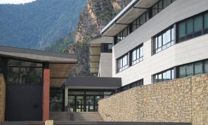 Façana de l'escola andorrana de la Margineda.