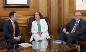El cap de Govern, Xavier Espot, i la secretària general Iberoamericana, Rebeca Grynspan, minuts abans de començar la reunió.