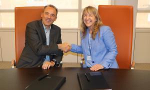 Jordi Nadal i Montserrat Guardia han signat l'acord.