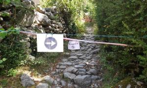 El camí direcció la Vall del Madriu-Perafita-Claror tallat.