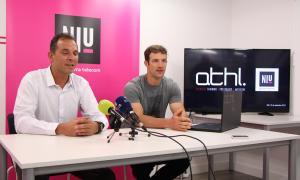 El responsable del Niu, Miquel Gouarré, i l'emprenedor Albert Piñol durant la presentació de l'aplicació ATHL Exercise.