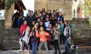 Els infants que ahir van visitar les dependències comunals d'Ordino.