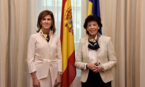 Ester Vilarrubla amb Isabel Celaá.
