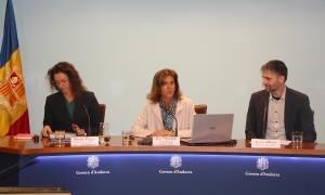 La ministra d'Educació i Ensenyament Superior, Ester Vilarrubla; la directora del departament d'Inspecció i de Qualitat Educativa, Marie Pagés, i el director del CRES, Joan Micó.