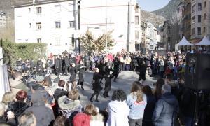 El Mercat de Nadal d'Encamp torna a omplir de gent la plaça Sant Miquel