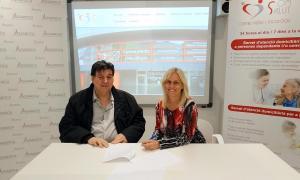 El president d'Assandca, Josep Saravia i Maria Carmen Garcia Oliva, gerent i cap de l'àrea de Psicologia de Som Salut.