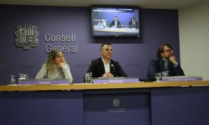 Eva López (Liberals); Joan Carles Ramos (Demòcrates) i Carles Naudi (Ciutadans Compromesos), durant la roda de premsa per presentar els canvis a la llei de seguretat.