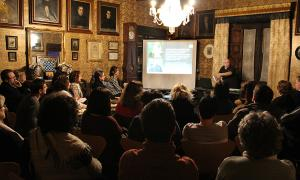 Joan Peruga en un activitat al Museu Casa d'Areny Plandolit.