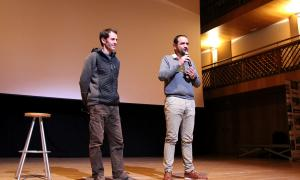El conseller de Turisme, Dinamització i Esports d'Ordino, Jordi Serracanta, amb el director del documental, Albert Naudín.