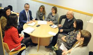 El ministre d'Afers Socials, Habitatge i Joventut, Víctor Filloy, en la seva visita al CAP de la Llacuna.