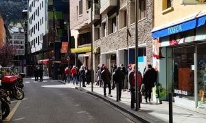 Els comerciants assenyalen les compres en línia com una de les causes de les cues a Correus.