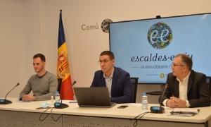 El conseller d'Esports d'Escaldes-Engordany, Josep Batalla; el de Cultura, Valentí Closa, acompanyats del coordinador d'Instal·lacions i Activitats del departament d'Esports, Ivan Gómez.