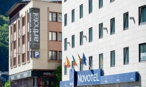 Dos establiments hotelers del centre d'Andorra la Vella.