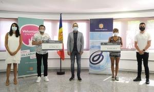 El ministre d'Afers Socials, Habitatge i Joventut, Víctor Filloy, amb els representants de les associacions.