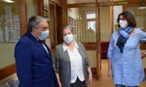 Un moment de la visita que l'ambaixador Àngel Ros al col·legi Janer.