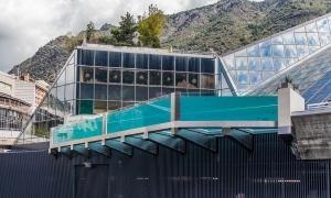 Vista de la nova piscina panoràmica de Caldea.