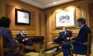 El cap de Govern, Xavier Espot, i el prefecte de la regió d'Occitània, Étienne Guyot, durant la reunió que han mantingut aquest divendres al matí.