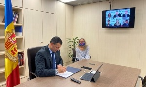 El ministre de Presidència, Economia i Empresa i president d'Actua, Jordi Gallardo, durant la reunió amb GSIC.