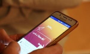 L'aplicació B-resol al telèfon mòbil d'un alumne de secundària.