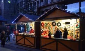 Casetes del mercat de Nadal de l'any anterior.