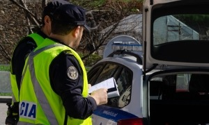 Agents de policia en un control de trànsit.