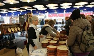 Una imatge de la venda de plats, l'any passat.