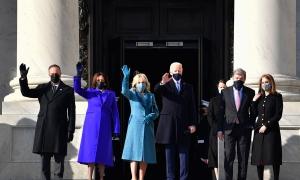 Joe Biden i Kamala Harris amb les seves parelles en l'acte de proclamació de Biden.