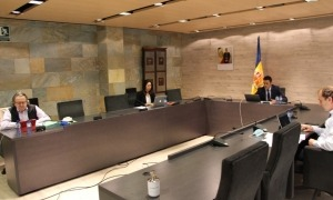 Imatge d'una sessió de consell de comú d'Ordino.