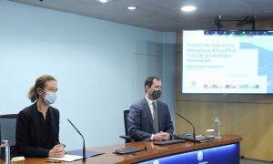 La ministra de Medi Ambient, Agricultura i Sostenibiltat, Sílvia Calvó, i el director de l'Oficina de l'Energia i el Canvi Climàtica, Carles Miquel.