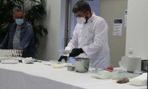 El cuiner Marc Mora durant un dels tallers.