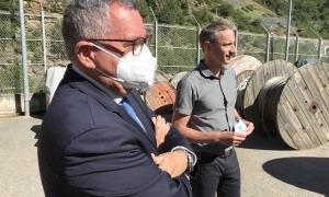 Albert Moles i Marc Calvet explicant les obres de la nova línia d'Alta Tensió.