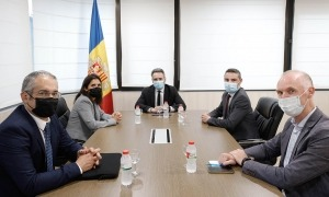 Un moment de la reunió de Jover i Ballestà amb els representants del CEB.
