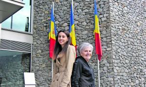 Les dues candidates, davant del nou Consell General, on totes dues aspiren a tenir cadira a partir de diumenge.