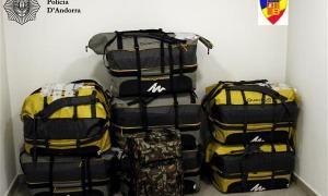 Les motxilles en les quals els contrabandistes transportaven el tabac.