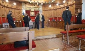 Moments abans de començar la sessió del consell de Comú de Sant Julià, aquest matí.
